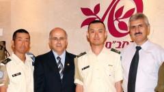 """פרופ' מיכאל סודרי (באמצע) וד""""ר אלכסנדר לרנר (מימין), עם שניים מרופאי האו""""ם במפגש היום ברמב""""ם (צילום: פיוטר פליטר)"""