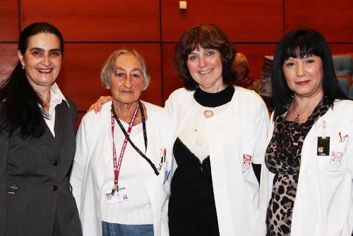 """משמאל לימין: ד""""ר זהבה גלימידי, פרופ' אולגה אדלר מיסדת מכון הממוגרפיה ברמב""""ם, פרופ' אהובה אנגל וגב' חיה לירון, טכנאית אחראית, ביחידה לדימות השד (צילום: בי""""ח רמב""""ם)"""