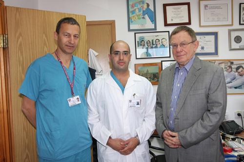 """בתמונה מימין לשמאל: פרופ' רפי ביאר, דר' זיו בקרמן ודר' גיל בולוטין, מנהל מחלקת ניתוחי לב ברמב""""ם (צילום: פיוטר פליטר)"""