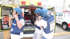 """רופאים מתנדבים מצרפת ששובצו בתחנות מד""""א בדרום (צילום: דוברות מד""""א)"""