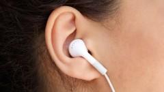 האזנה דרך אוזניות (צילום: אילוסטרציה)