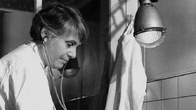 """פרופ' אינגה רפפורט, מתוך עטיפת ספרה האוטוביוגרפי (צילום: יח""""צ)"""