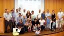 """תמונה קבוצתית של חלק ממקבלי תעודות ההצטיינות, עם משפחותיהם (צילום: """"סורוקה"""")"""