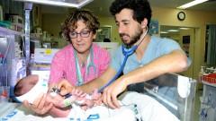"""משמאל: ד""""ר אגי גולן, מנהלת המחלקה ליילודים ופגים ב""""סורוקה"""", ויותם וייס, סטודנט לרפואה (צילום: """"סורוקה"""")"""