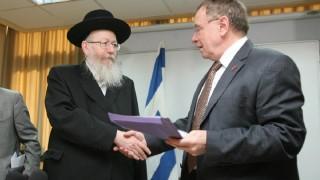 פרופ' רפי ביאר ושר הבריאות יעקב ליצמן בשנת 2011 (צילום: רוני שוצר / פלאש 90)