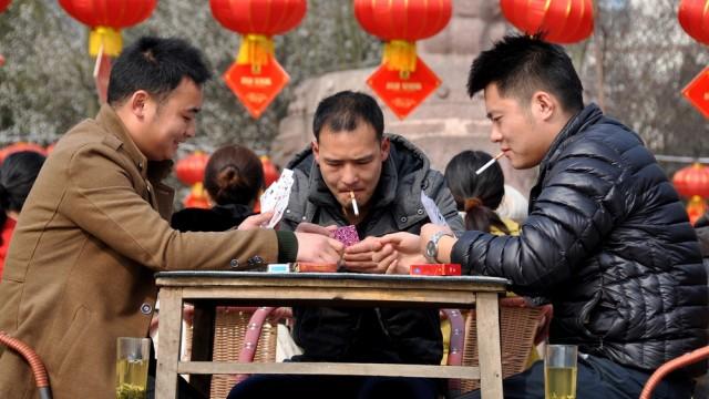 עישון בסין (צילום: אילוסטרציה)