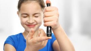 סוכרת סוג 1, סוכרת נעורים, בדיקת רמת סוכר בילדים (צילום: אילוסטרציה)