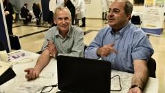"""חברי הכנסת ד""""ר אחמד טיבי ועומר ברלב במהלך יום האלרגיה בכנסת (צילום: יח""""צ)"""
