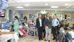 """מנכ""""ל משרד הבריאות (במרכז) במהלך ביקור ב""""פוריה"""" (צילום: """"פוריה"""")"""