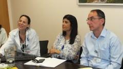 """ד""""ר אורלי ויינשטיין (במרכז) במהלך ביקור ב""""פוריה"""" (צילום: """"פוריה"""")"""