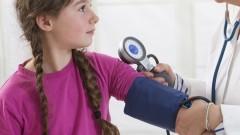 מדידת לחץ דם בילדים (צילום: אילוסטרציה)