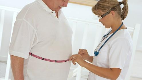 רופאה ומטופל הסובל מעודף משקל, יחסי רופא חולה (צילום: אילוסטרציה)