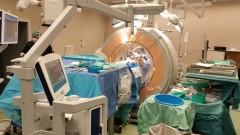 """ד""""ר לדור: """"השתמשנו ב CT תוך ניתוחי ומערכת ניווט שאיפשרה התמצאות מדוייקת לפי ההדמיות במהלך הניתוח"""" (צילום: דוברות איכילוב)"""