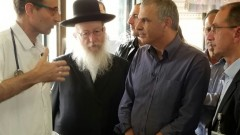 """שר האוצר משה כחלון ושר הבריאות יעקב ליצמן במהלך ביקור ב""""פורייה"""" (צילום: משרד הבריאות)"""