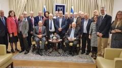 """מזכירות הר""""י עם נשיא המדינה באירוע לרגל """"יום הרופא הישראלי"""" (צילום: הר""""י)"""
