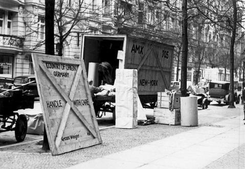 מעבר של יהודים שנאלצו לברוח מגרמניה לאחר עליית הנאצים לשלטון, בגרמניה בשנות ה-30' (מקור: ויקיפדיה)