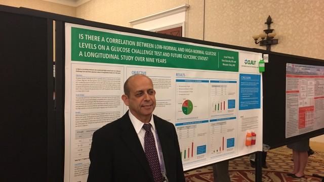 """ד""""ר ישראל יולס מציג את עבודת המחקר בכנס בארה""""ב (צילום: פרטי)"""