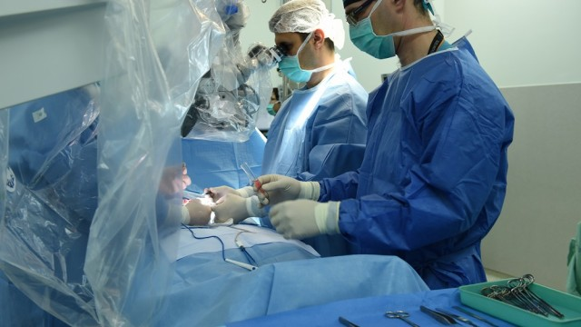 """ניתוח מיקרו כירורגי לאיתור זרע ב""""רמב""""ם"""" (צילום: """"רמב""""ם"""")"""