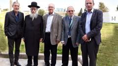 """שר הבריאות (שני משמאל) במהלך ביקור ב""""סורוקה"""" (צילום: משרד הבריאות)"""