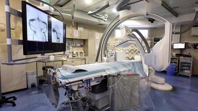 """מכשיר הדמיה חדש ב""""רמב""""ם"""" לסיוע בצנתורי מוח (צילום: פיוטר פליטר / """"רמב""""ם"""")"""